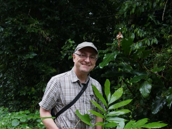 Prof. Gregor Kozlowski with Carya sinensis (Cuc Phuong National Park)