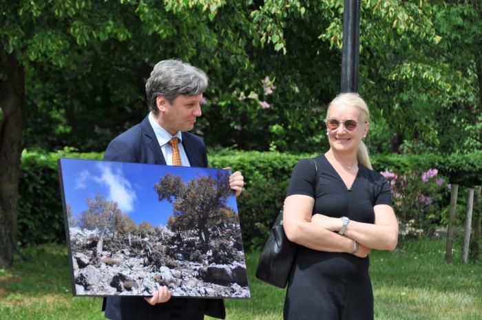 Prof. Dariusz Gwiazdowicz (initiator of the exhibition) with Evelyne Kozlowski